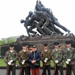 Lali ifjú kadétokkal az Iwo Jimánál