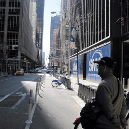 Lali a 6th Ave.-n
