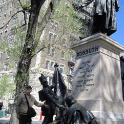 A Kossuth szobor a Riverside Drive-on W 113rd St.