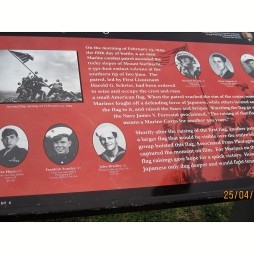 A 6 katona, akik kitűzték a zászlót Iwo Jima-n