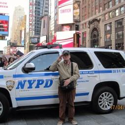 Lali a Szerv kocsijával, Time Square