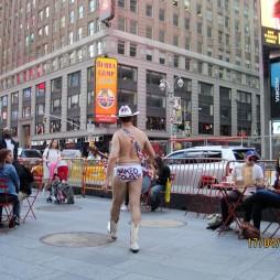 A Meztelen Cowboy, Time Square