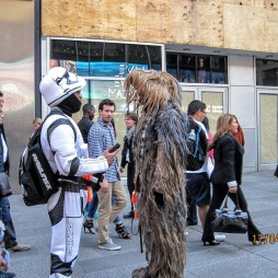 Csubakka egy Star Wars-harcossal, Time Square