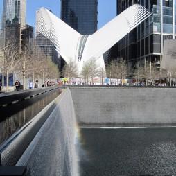 Az Oculus a 9/11 Memorial mellett. A spanyol építész Santiago Calatrava alkotása.