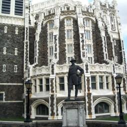 Shepard Hall, Alexander Webb, a City College valamikori elnökének szobra