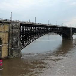 Az Eads Bridge, hossza 1964 m