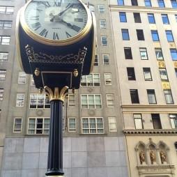 A torony előtt Mr Trump órája az 5th Ave.-n