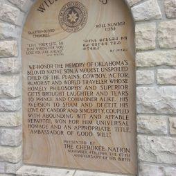 """A Cherokee Nemzet dedikációja Will Rogersnek, a """"Jóakarat Nagykövetének""""."""