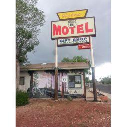 Elhagyott motel.