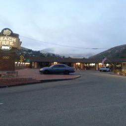 A Peach Tree Inn motel egy varázslatos völgyben, San Luis Opispo, CA