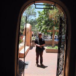 Lali a templomkertben, San Felipe de Neri