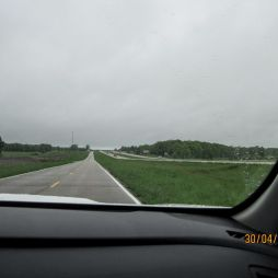Springfield felé... tőlünk balra az I-44-es. Mi az öreg, felújított 66-oson poroszkálunk 55 mph-val.