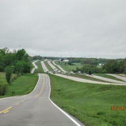 Egy ritka szakasz, ahol jól láthatóan és közvetlenül egymás mellett fut az I-44-es és a felújított Route 66.