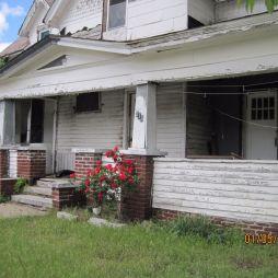 Elhagyott házak sora, Carterville. A karácsonyi lámpafüzér is még ott van, amit amúgy szokás egész évben fent hagyni.