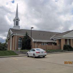 Megálltunk körülnézni a templom körül, de nem találtunk egy lelket sem a környéken.