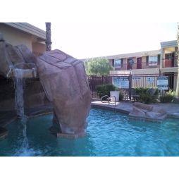 Lali a medencében Red Roof Inn, Las Vegas