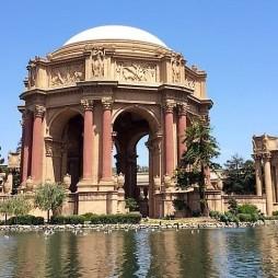 Palace of Fine Arts, SF. Épült 1915-ben a Panama-Pacific Kiállítás alkalmából. 2009-ben földrengésbiztossá tették.