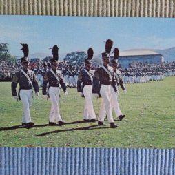 Kadétfelvonulás (régi képeslap)