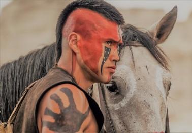 Martin Sensmeier, alaszkai natív színész (A Hét Mesterlövész 2016) Photography: Courtesy Sony