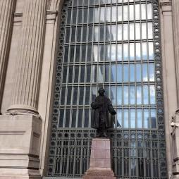 Cornelius Vanderbilt (Staten Island, 1794. május 27. – New York, 1877. január 4.), a Grand Central Terminal építtetője és tulajdonosa.