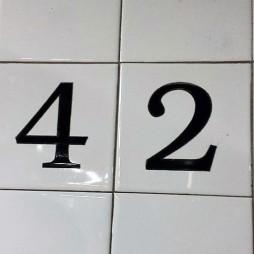 Mozaikos csempe a 42. utcai subway-állomáson.