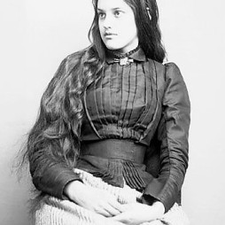 Marcia Pascal, ifjú cherokee nő, 1880. (Source Glass Negatives of Indians (Collected by the Bureau of American Ethnology))