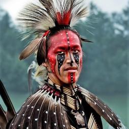 Algonquin indián teljes ünnepi díszben.