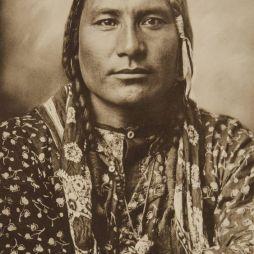 Cigarettázó Varjú (Crow) Törzs indián