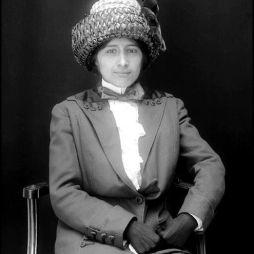 Haudenosaunee, irokéz nő (Iroquois Confederacy), Caroline Hewitt Photo, 1912.