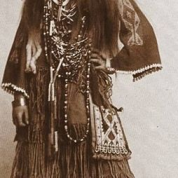 White Deer (Fehér Szarvas), irokéz/mohikán lány.