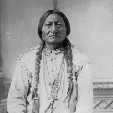 Sitting Buffalo Bull (Ülő Bika), Tatanka Ijotake Hunkpapa sziú főnök, sámán. Fotó: D.F. Barry ca. 1883. (1831. Dél-Dakota-1890. dec. 15. Standing Rock)