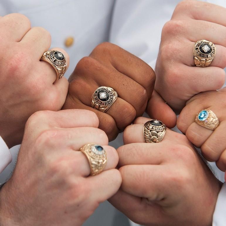 Osztálygyűrűk, Photo by John Pellino, https://www.flickr.com/
