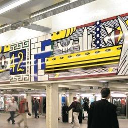 A 42nd St. subway-állomás Lichtenstein képével... a futurisztikus vonattal.