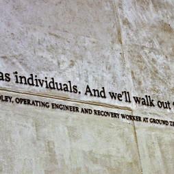 """""""Egyénenként jöttünk be és együtt megyünk ki."""", Ground Zero 9/11 Memorial."""