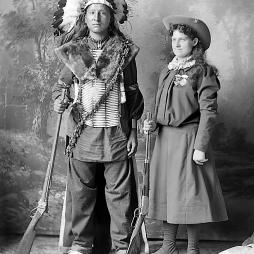 Sitting Bull és Annie Oakley, a mesterlövész.