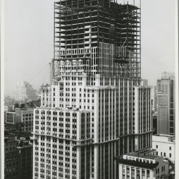 Pár hét elteltével az előző képhez képest az ESB körüli épületek már aprócskának tűntek. © NYPL Digital Gallery