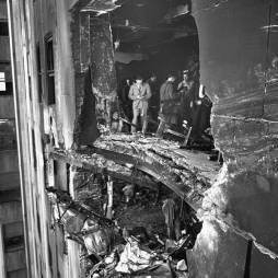 A B-25 becsapódása által okozott sérülés az ESB-n. (Getty Image)