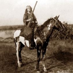 Lillian Smith (Venona), a másik mesterlövész lány. 1904